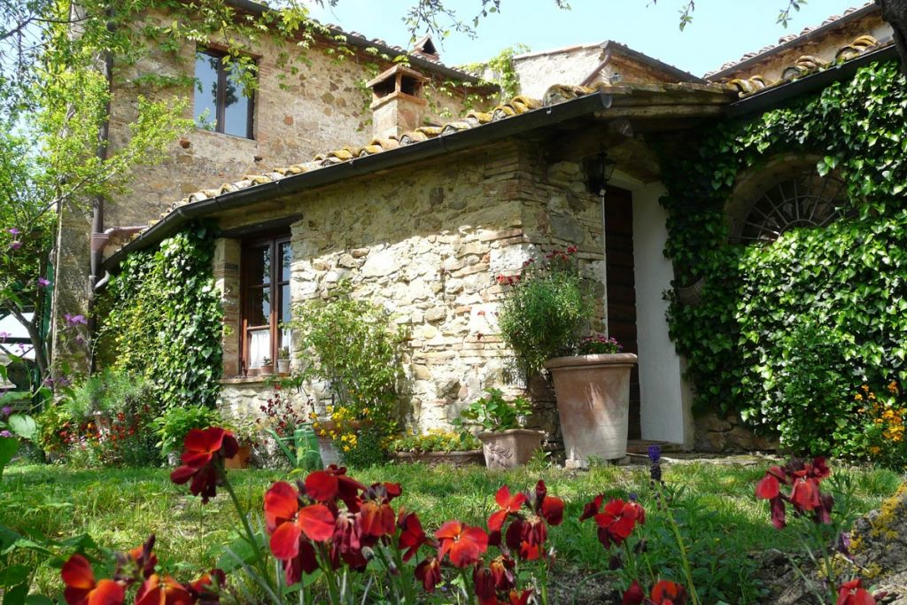 Outside view of our Tuscan cottage to rent, Il Forno